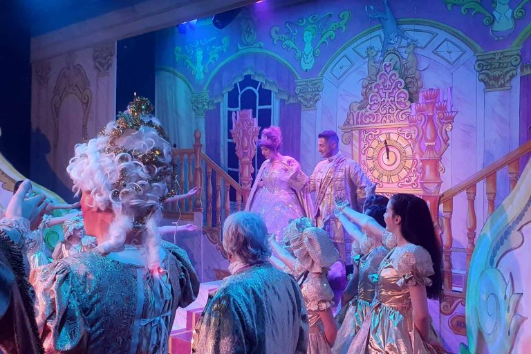 Accessible signed panto